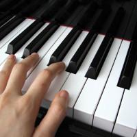 kak_nauchitsya_igrat_na_pianino_ls_readmas.ru_3